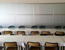 Öğrenci yemekhanesi bu kez paravanla ayrıldı