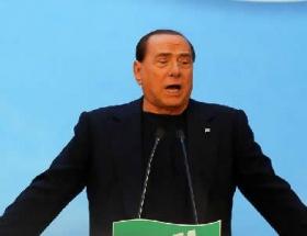 Berlusconi, rüşvet vermekle suçlandı
