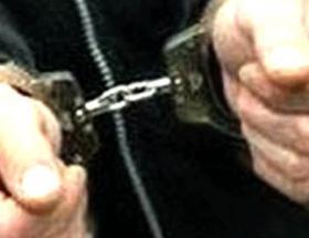 Hırsızlık iddiasıyla 2 şüpheli tutuklandı