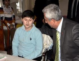Engelli öğrenci sınava evinde girdi