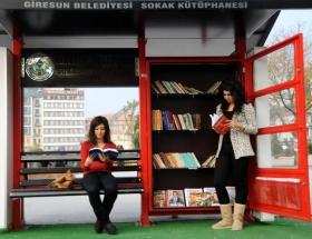 Sokak kütüphanesine büyük ilgi