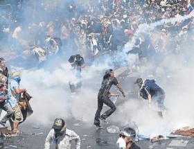 Taylandta muhalefet sokaklardan çekiliyor