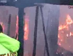 Köydeki yangında 2 ev kül oldu