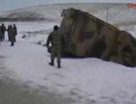 Başkalede askeri araç kaza yaptı