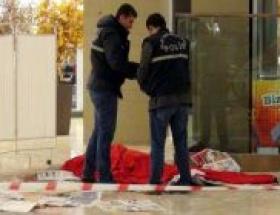 Alışveriş merkezinde çatıdan düşen işçi öldü