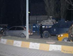 Polis merkezine patlayıcı attılar