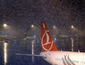 Atatürk Havalimanında kar yağışı