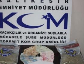 İzmirde 7,9 kilo bonzai ele geçirildi
