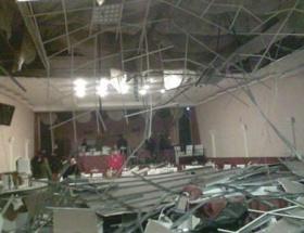 Düğün salonunda asma tavan çöktü