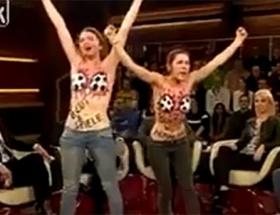 FEMEN futbola el attı