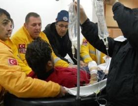 Tinerle soba yakmak isteyen işçiler yaralandı