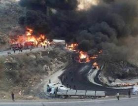 Tankerler zincirleme kaza yaptı: 12 kişi yanarak öldü