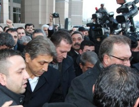 Fatih Belediye Başkanı serbest