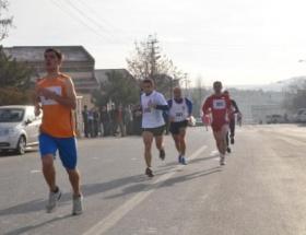 Atatürk için 10 kilometre koştular