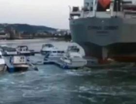 Gemi, yatları parçaladı