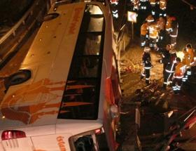 Maslakta yolcu otobüsü devrildi: 2 ölü