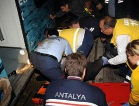 Tramvayın çarptığı avukat yaralandı