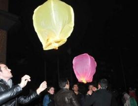 Gezi protestolarında ölenler için dilek fenerleri bırakıldı