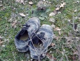 Geriye ayakkabıları kaldı