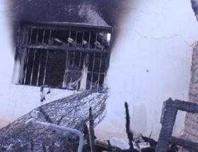 Evleri yanan aile sokakta kaldı