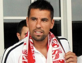 Antalyaspor Milan Barosla yolunu ayırdı
