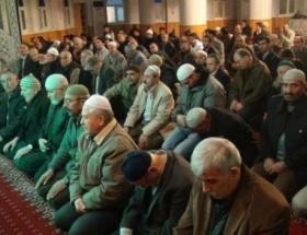 Mevlid Kandilinde İzmirliler camilere akın etti