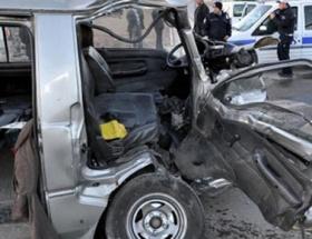 Çöp kamyonu minibüse çarptı: 2 yaralı