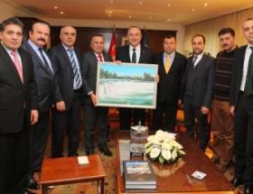 MATSO, Çavuşoğluna Manavgat Şelalesinin tablosu hediye etti