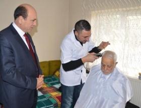 Yaşlılara evde saç kesim hizmeti