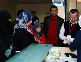 Suriyeli aile KBRN cihazıyla kontrolden geçirildi