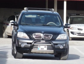 Aracına ateş açılan sürücü jandarmaya sığındı