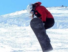 Snowboardun milli kraliçesi madalyaya doymuyor