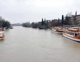 Manavgat Irmağı taştı