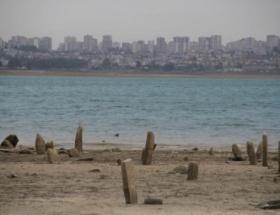 Sular çekilinde mezarlar ortaya çıktı