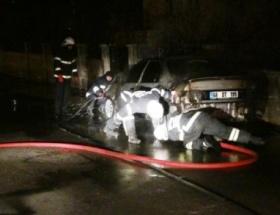Aksarayda park halindeki otomobil yandı