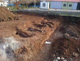 Kışlada 6 mezar bulundu