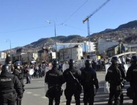 Bosnada Cumhurbaşkanlığı binası ateşe verildi