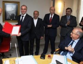 Türk Kızılayından 10. yıl jesti