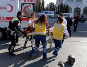 Kasksız yolcu yaralandı