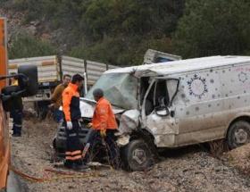 TIRla çarpışan minibüsün şoförü öldü