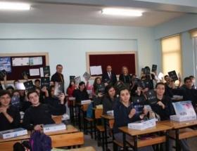 Mudanyada öğrencilere tablet dağıtıldı