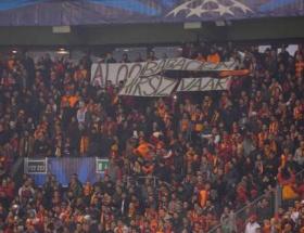 Polis Arenada pankart avına çıktı