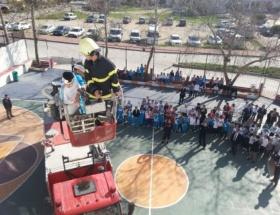 Öğrenciler, yangın tatbikatına katıldı
