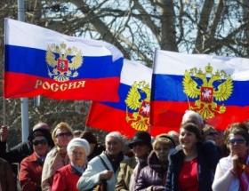 Kırım parlamentosu oy birliği ile yeni anayasayı kabul etti