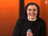 İtalyanın yırtık rahibesi!