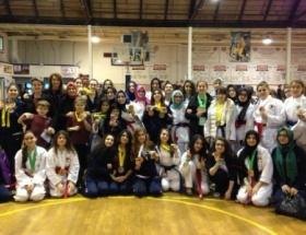 Türk  öğrencileri karate turnuvasında madalyaları topladı