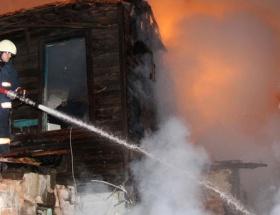İstanbuldaki 2 çatı yangını korkuttu