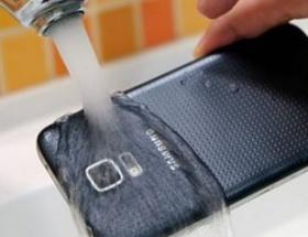 Galaxy S5 Mini suya dayanıklı olacak