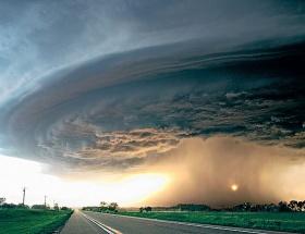 Kasırgalar depreme yol açıyor