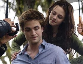 Twilight aşkı evliliğe gidiyor!
